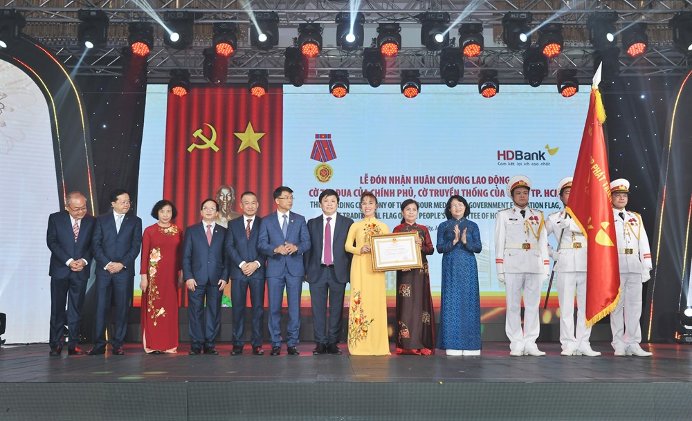 HDBank receives Labour Medal for 'outstanding achievements