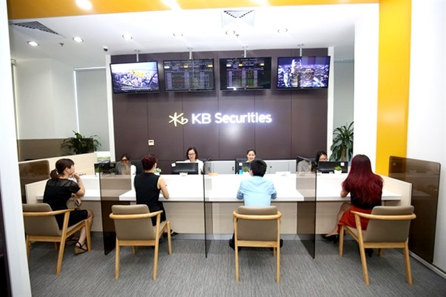 Strong market demand economic outlook lift SK securities firms in Việt Nam
