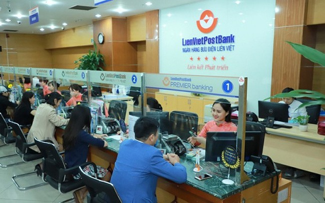 Banks set sights on bigger targets with stock listing in HCM City