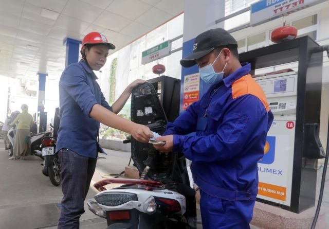 VN stocks retreat selling hits blue chips