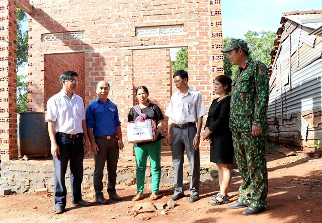 Gia Lai military helps underprivileged families before Tết