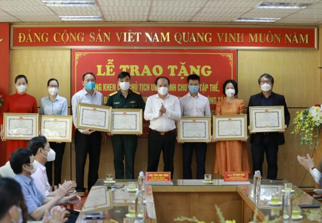 Samsung Vietnam provides support of VNĐ56 billion (US2.4 million) to prevent and control COVID-19 in Việt Nam