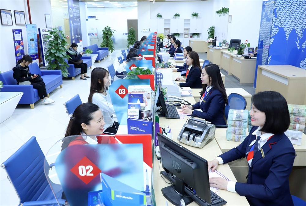 Businessesdeposits at banks surge : Is it good or bad ?