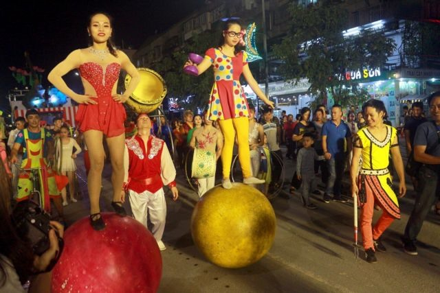 Circus to entertain tourists in Hạ Long