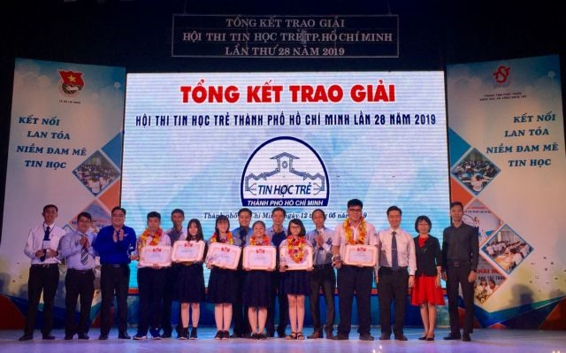 52 winners win prizes at Young Informatics Contest