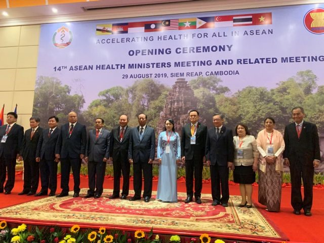 Health minister attends ASEAN Health Ministers Meeting in Cambodia