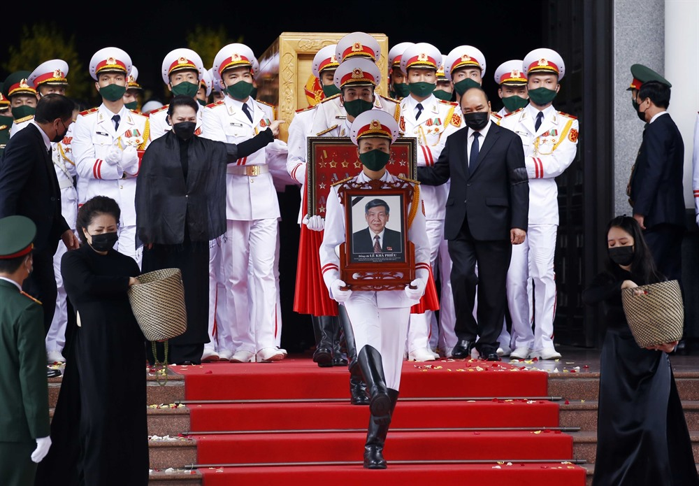 Leaders pay last respects to former Party chief Lê Khả Phiêu