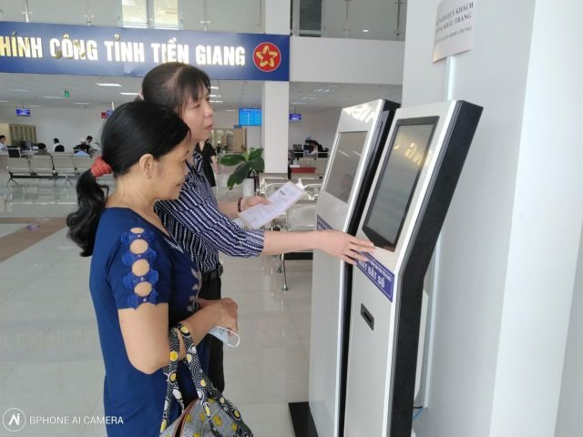 Tiền Giangs use of IT in public administration increases efficiency customer satisfaction