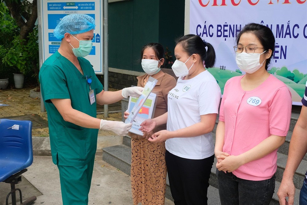 Việt Nam tops 1000 COVID-19 patients
