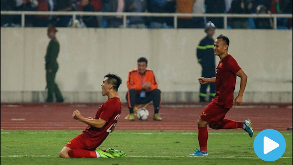 Victory over UAE puts Việt Nam on top of the group