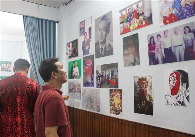 Photo exhibition features career of veteran tuồng star