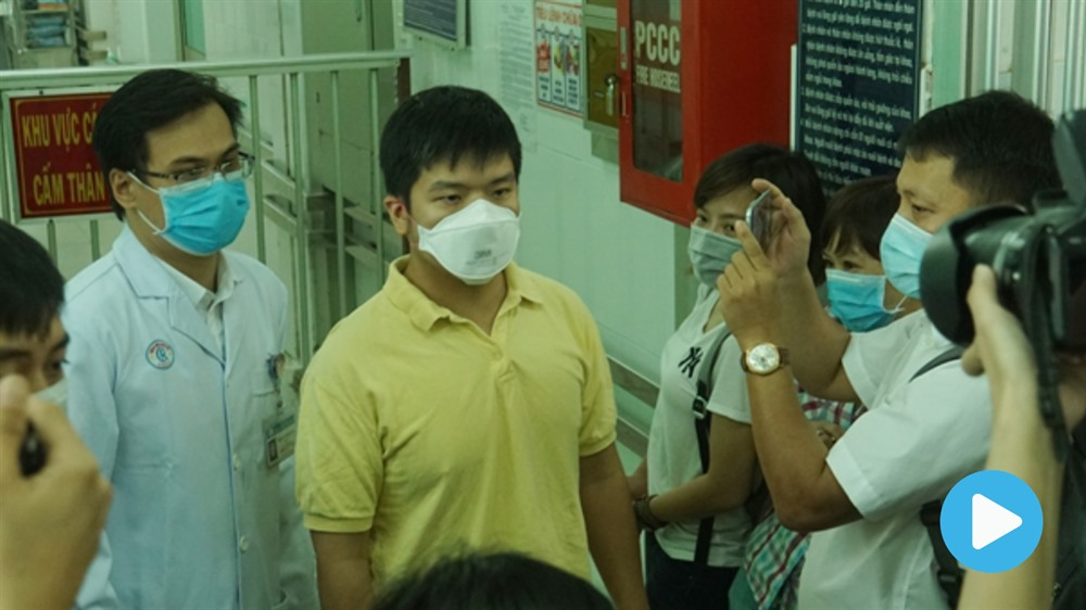Doctors official agencies combat coronavirus fake news