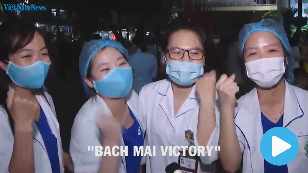Quarantine barriers at Bạch Mai Hospital removed