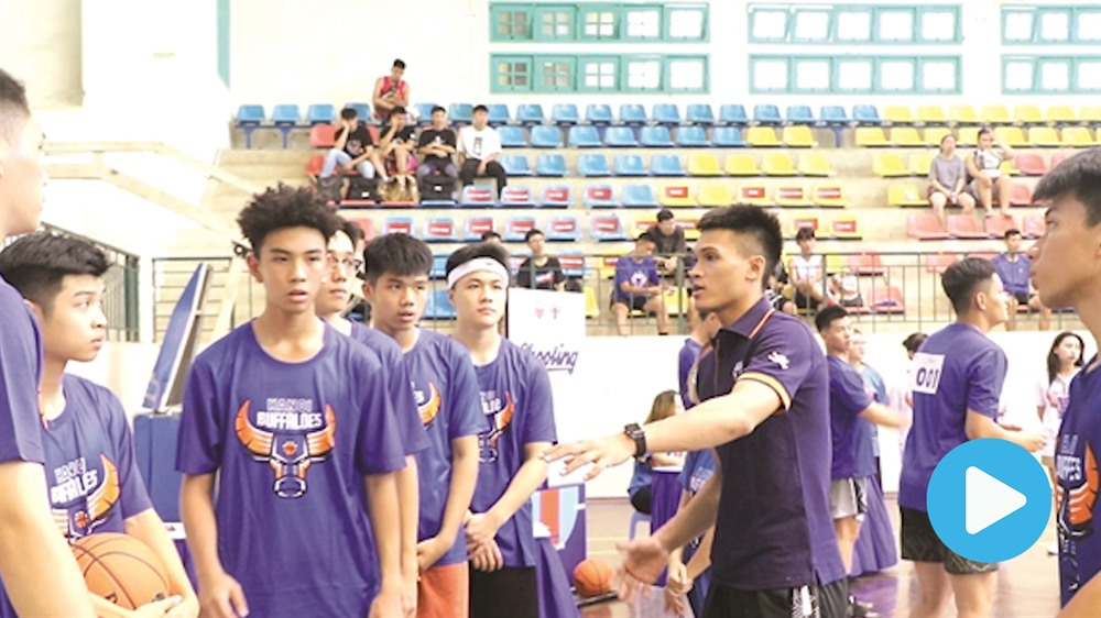 Young Hà Nội ballers chase hoop dreams at VBA tryout