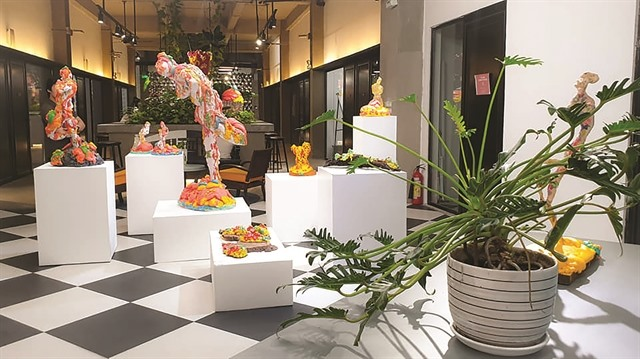 HCM City hosts artists first solo exhibition