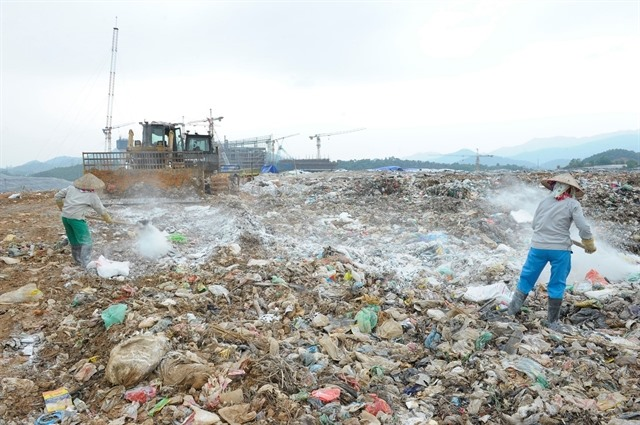 Hà Nộis landfills struggle to deal with increased garbage