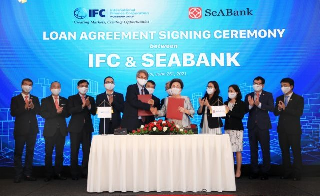 IFC partners with SeABank to lending smaller and women-owned SMEs in Việt Nam