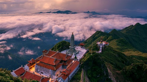 National Geographic names Việt Nams mountain range in top place to travel in 2019