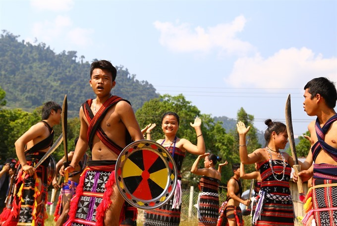 Cơ Tu people offer traditions to tourists