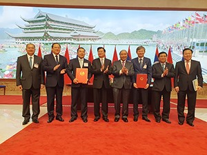 EVN and Laos Phongsubthavy Group sign power purchase agreements for two hydropower projects
