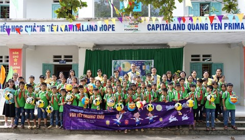 CapitaLand gives Mid-Autumn Festival gifts scholarships to 1400 students at CapitaLand Hope Schools
