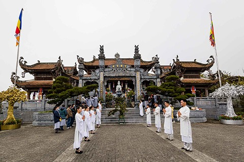 Buddhists on a pilgrimage to worship the land of Buddha on Mount Fansipan