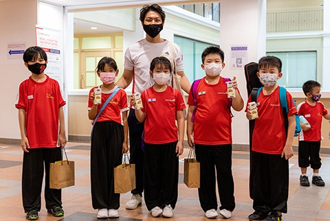 Vinamilk exports fresh milk with birds net to Singapore