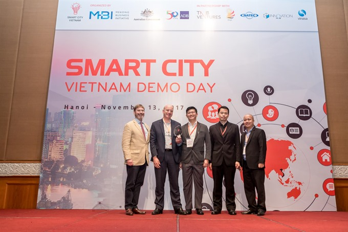 Teams pitch smart cities solutions for VN