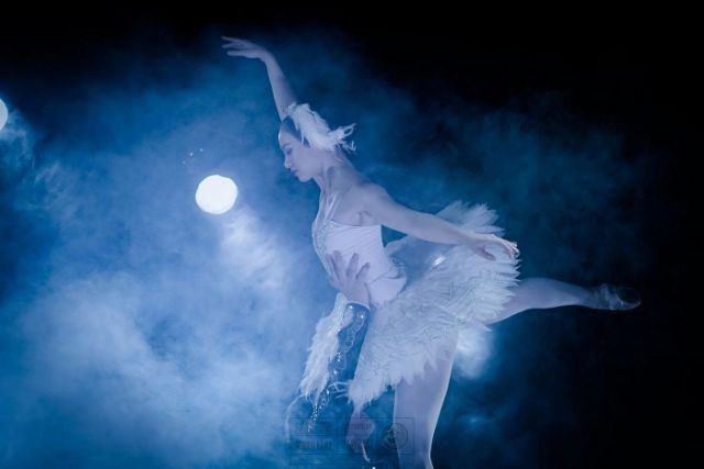 Swan Lake a challenge for ballerina Huệ