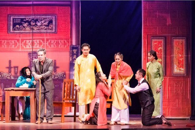 HCM Citys private drama troupecelebrates 10-year anniversary