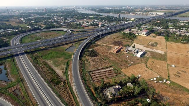 Ministers questioned over expressway projects and social networks