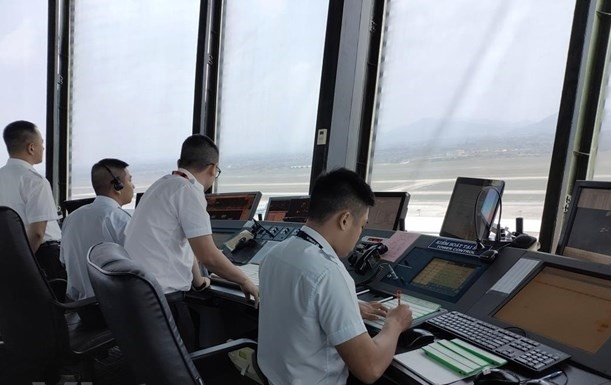 Air traffic controllers face the strain with rising flights