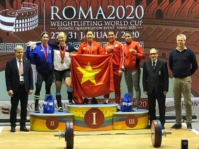 Weightlifters find the golden touch in Italy