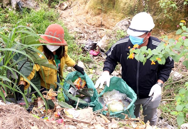 Couple volunteers to collect rubbish on weekends