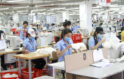 Enterprises face shortage of workers after easing of social distancing measures