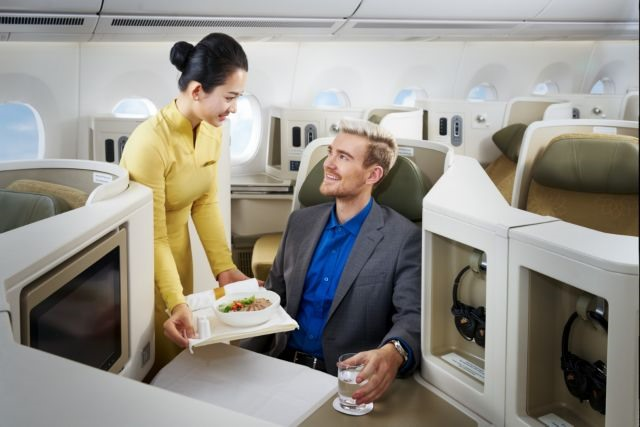 Vietnam Airlines wins two travel awards