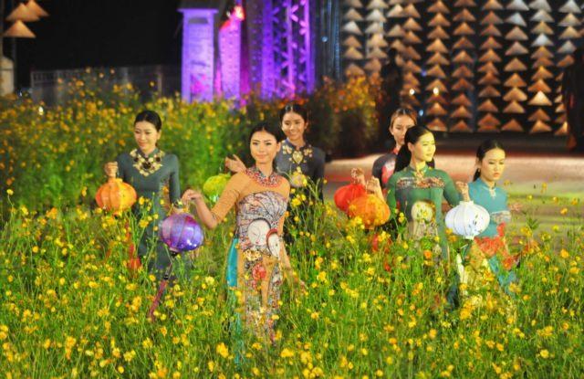 Huế sets its sights on reviving the áo dài