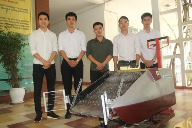 Young students design made-in-Đà Nẵng trash collector