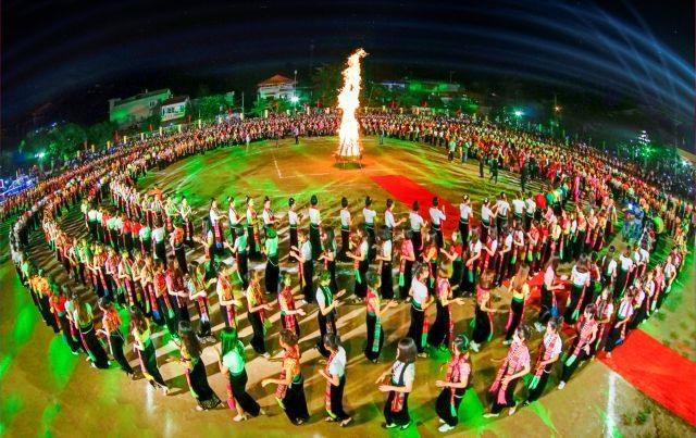 5000 people to perform xòe dance