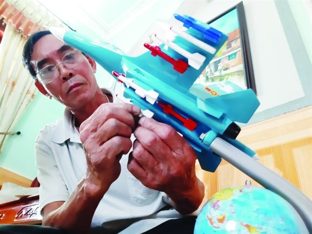Moulding a passion for replica fighter planes