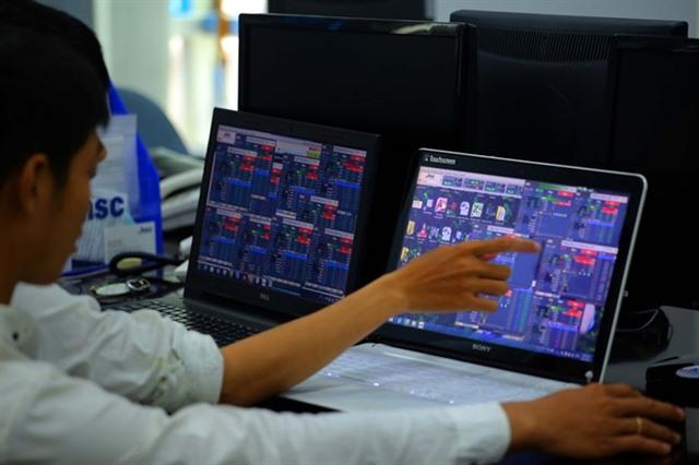 VN-Index advances despite profit lock-in