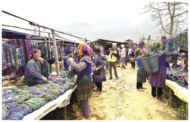 Mông peoples handicraft weaving preserved to boost tourism
