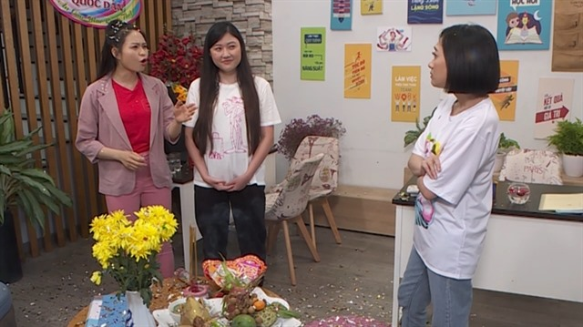 Young comic actresses perform in new sitcom