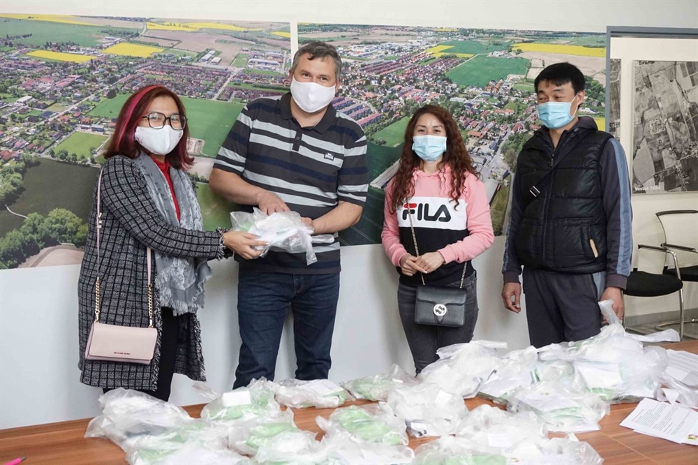 Vietnamese in Czech Republic step up to fight COVID-19 pandemic