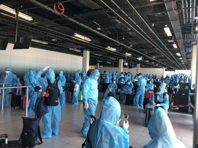 More than 300 Vietnamese citizens brought home safely