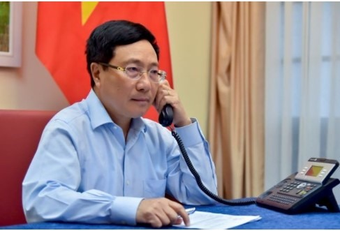 Vietnamese Kuwait FMs hold phone talks