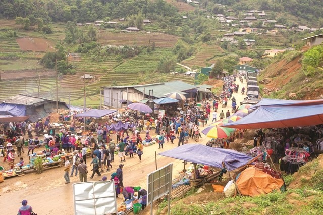 The enticing sights and sounds of a mountainous market