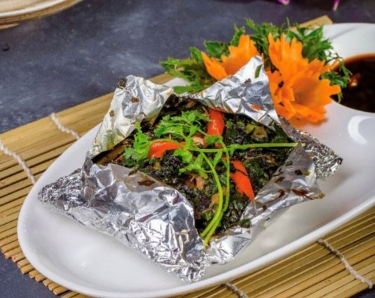 Baked mushrooms in foil with Chef Quang Anh at Tâm Anh Vegan