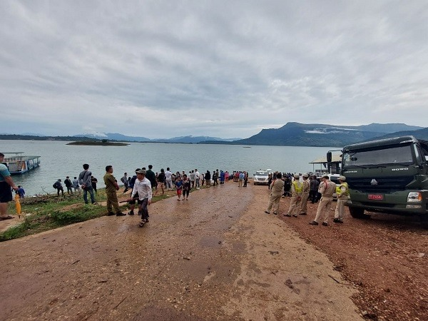 Casualties feared after yacht capsizes in lake near Lao capital
