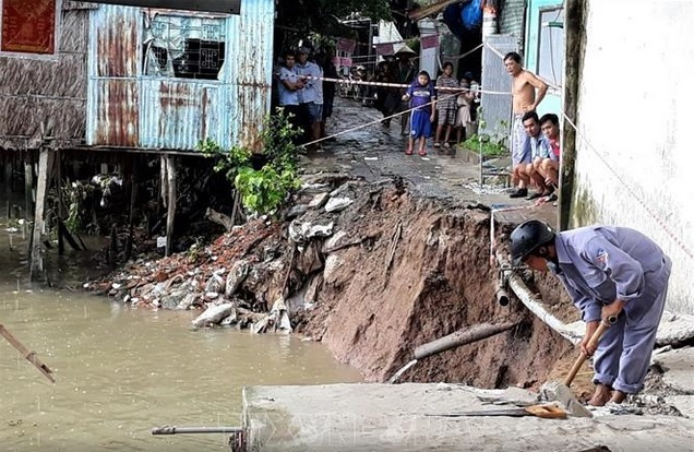 Erosion incidents increasein AnGiang families moveto safer areas